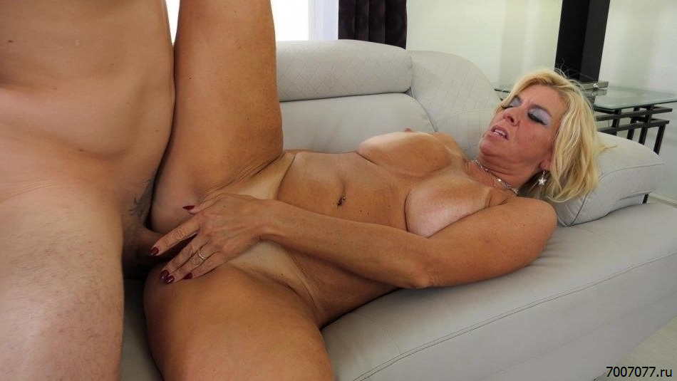 Milf lesbos seduce young girls